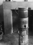 1977-3519 Een noodkacheltje, in gebruik gedurende de bezettingstijd.
