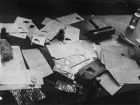 1977-3523 Apparatuur om persoonsbewijzen te vervalsen.