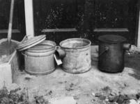 1977-3527 De fabrikage van noodkacheltjes van wasketels.