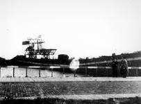 1977-3529 Gezicht op dok aan de Maashaven met verwoestingen veroorzaakt door de Duitse Wehrmacht.