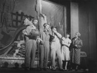 1977-3707 In het Arena Theater vindt de première plaats van de revue: Hart van Rotterdam, geregisseerd door Anton Koolhaas.