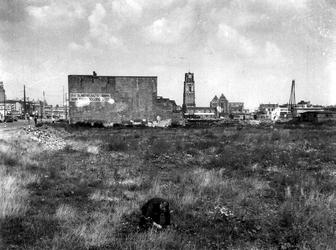 1977-3763 Puinresten na het bombardement van 14 mei 1940. Op de voorgrond de n.v. Slavenburg's bank/Arn. Theod. Sölling ...