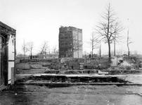1977-3771 Restanten na het Duitse bombardement van 14 mei 1940. Het nog staand pand is aan de Schiedamsesingel, uit ...
