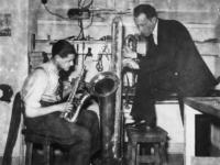 1977-3779 Het maken van blaasinstrumenten.