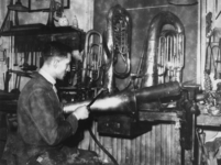 1977-3780 Het maken van blaasinstrumenten.