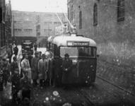 1977-3843 Trolleybus van de RET in de Isaäc Hubertstraat.