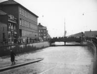 1977-3867 Een combinatie van zeer zware storm en springvloed veroorzaakt een watersnoodramp. Ook in Rotterdam zijn er ...