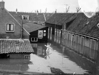 1977-3884 Een combinatie van zeer zware storm en springvloed veroorzaakt een watersnoodramp in Zeeland en delen van ...