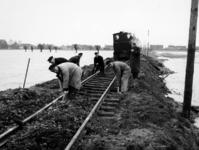 1977-3966 Een combinatie van zeer zware storm en springvloed veroorzaakt een watersnoodramp in Zeeland en delen van ...