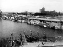 XXXIII-644-1 Gezicht in de Maashaven aan de noordzijde met verwoestingen veroorzaakt door de Duitse Wehrmacht.