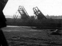 XXXIII-644-3 Gezicht op de Maashaven aan de noordzijde met verwoestingen veroorzaakt door de Duitse Wehrmacht.