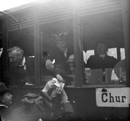 2005-317-334-20 Leden van de familie Stahl-Van Hoboken tijdens een van hun vele (handels)reizen. Foto uit een serie van ...
