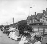 2005-317-341-18 Leden van de familie Stahl-Van Hoboken tijdens een van hun vele (handels)reizen. Foto uit een serie van ...