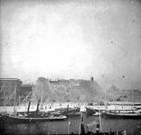 2005-317-77 Veerhaven met de Veerkade. De fotografe Sara Lydia Stahl-Van Hoboken woonde op Veerkade nummer 4.