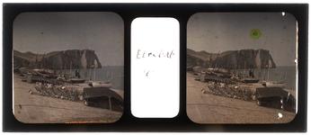 26-22-47 Stereofoto, autochroom. Vakantiefoto van de familie Stahl - Van Hoboken. Het strand van Etretat in Noord Frankrijk.