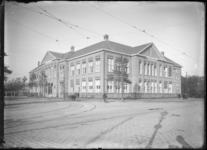 2007-2543-02 Het gebouw van de Nederlandsche Handels-Hoogeschool aan de Pieter de Hoochweg.