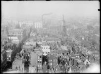 2007-2545-01 Panorama van Rotterdam, gezien vanaf de Laurenstoren. Op de voorgrond de huizen van de Zandstraatbuurt. ...