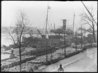 2007-2546-10 Een stoomschip van de Batavierlijn ligt afgemeerd aan de Boompjes. Dit schip van de firma Wm. H. Müller & ...