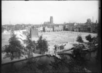 2007-2552-04 Zicht op de kale vlakte waar voorheen de Zandstraatbuurt was. Deze buurt moest wijken voor de bouw van het ...
