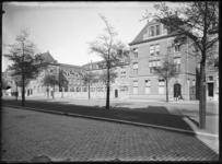 2007-2559-01 Het gebouw van de Rijkskweekschool voor vroedvrouwen aan de Henegouwerlaan. Het gebouw is gereed gekomen ...