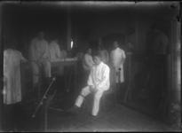 2007-2561-09 Een groep patiënten met geamputeerde ledematen in een ziekenzaal op de locatie aan de Lloydkade waar ...