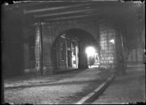 2007-2580 Stadsgezichten. 3 opnamen. Van boven naar beneden:-1: onder het treinviaduct bij station Beurs-2: idem-3: ...