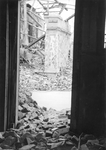 1980-5003 Gezicht op de door het Duitse bombardement van 14 mei 1940 getroffen Wijnstraat, gezien vanuit een pand van ...