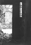 1980-5004 Gezicht op de door het Duitse bombardement van 14 mei 1940 getroffen Wijnstraat, gezien vanuit een pand van ...