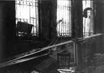 1980-5006 Gezicht op de door het Duitse bombardement van 14 mei 1940 getroffen Wijnstraat met nr. 119,, hoek van ...