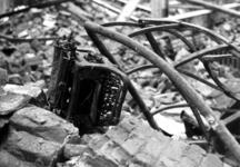 1980-5013 Gezicht op de door het Duitse bombardement van 14 mei 1940 getroffen Zuidblaak bij nr. 18, bank voor handel ...