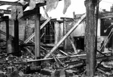 1980-5015 Gezicht op de door het Duitse bombardement van 14 mei 1940 getroffen Zuidblaak met op nr. 18, bank voor ...