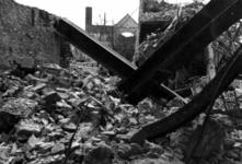1980-5021 Gezicht op de door het Duitse bombardement van 14 mei 1940 getroffen Zuidblaak, met op nr. 18, bank voor ...