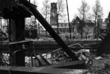 1980-5023 Gezicht op de door het Duitse bombardement van 14 mei 1940 getroffen Zuidblaak met op nr. 18, bank voor ...