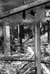 1980-5024 Gezicht op de door het Duitse bombardement van 14 mei 1940 getroffen Zuidblaak bij nr. 18, bank voor handel ...