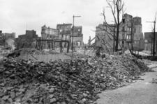 1980-5028 Gezicht op de door het Duitse bombardement van 14 mei 1940 getroffen omgeving van de Botersloot en de ...