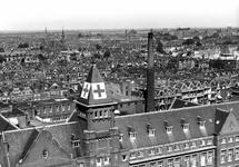 1980-5038 Een overzicht van de Agniesebuurt en Oude Noorden, uit westelijke richting, met op de voorgrond het dak van ...