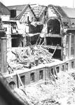 1980-5044 Gezicht op de door het Duitse bombardement van 14 mei 1940 getroffen Meent, met een verwoest deel van het ...