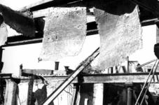 1980-5048 Gezicht op de door het Duitse bombardement van 14 mei 1940 getroffen Zuidblaak met op nr. 18, bank voor ...