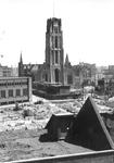1980-5058 Een overzicht vanaf het dak van het Beursgebouw op de door het Duitse bombardement van 14 mei 1940 getroffen ...