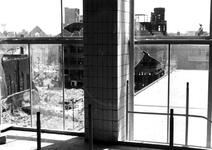 1980-5060 Gezicht vanuit het Beursgebouw op de door het Duitse bombardement van 14 mei 1940 getroffen omgeving van de ...