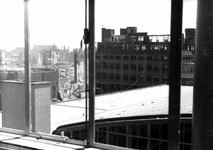 1980-5061 Gezicht vanuit het Beursgebouw op de door het Duitse bombardement van 14 mei 1940 getroffen omgeving van de ...