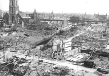 1980-5079 Gezicht op de door het Duitse bombardement van 14 mei 1940 getroffen omgeving van de Korte Hoogstraat, de ...