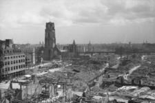 1980-5080 Gezicht op de door het Duitse bombardement van 14 mei 1940 getroffen omgeving van de Korte Hoogstraat, de ...