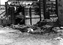 1980-5083 Restanten van bankgebouw aan de Zuidblaak als gevolg van het Duitse bombardement van 14 mei 1940. Gezicht op ...