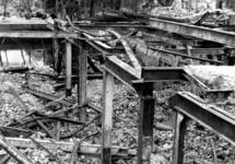 1980-5085 Restanten als gevolg van het Duitse bombardement van 14 mei 1940. Gezicht op de Zuidblaak nr. 18, bank voor ...