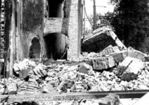 1980-5086 Als gevolg van het Duitse bombardement van 14 mei 1940. Gezicht op de Zuidblaak nr. 18, restanten van de bank ...