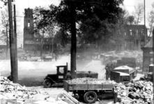 1980-5087 Gezicht op de door het Duitse bombardement van 14 mei 1940 getroffen Zuidblaak nr. 18, bank voor handel en ...