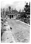 1980-5101 Gezicht in de door het Duitse bombardement van 14 mei 1940 getroffen Bezemmakerssteeg. Op de achtergrond de ...