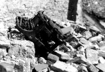 1980-5118 Als gevolg van het Duitse bombardement van 14 mei 1940. De restanten op de Zuidblaak nr. 18, bank voor handel ...