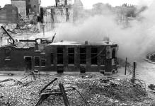 1980-5137 Gezicht op de door het Duitse bombardement van 14 mei 1940 getroffen omgeving van de Brouwerijsteeg en hoek ...